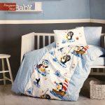 Posteljina za krevetac plavi pingvin. Jorganska navlaka, čaršaf i dve jastučnice.