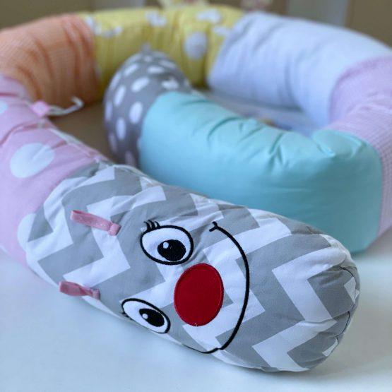 Gusenica jastuk za bebe devojčice BabyJem