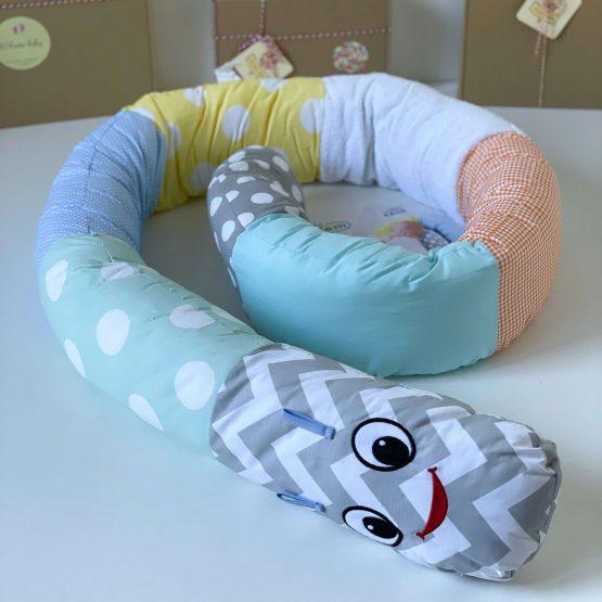 Gusenica jastuk za bebe dečake BabyJem